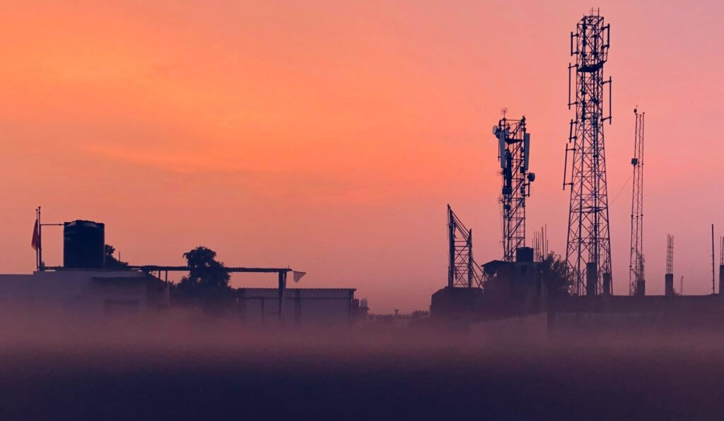 artificial intelligence (AI) in oil and gas industry - oil field sunset -header image